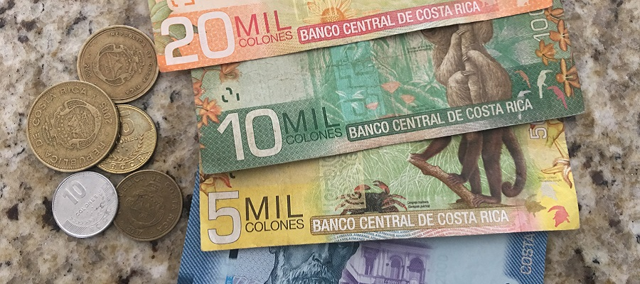 Sample of the different types of Costa Rica bills and coins.