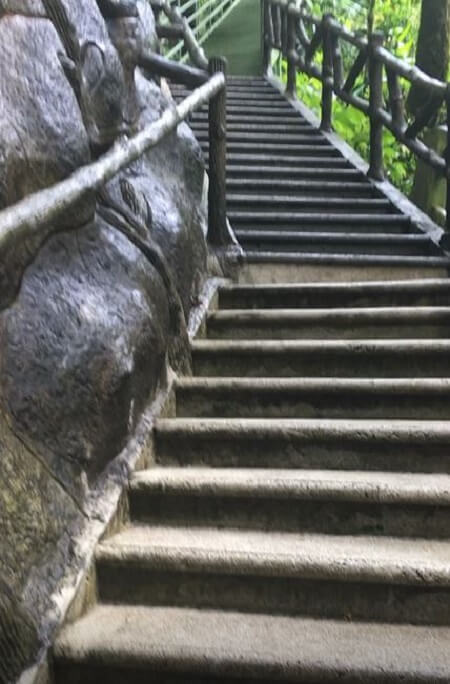 The walkway to La Fortuna falls has 500 steps